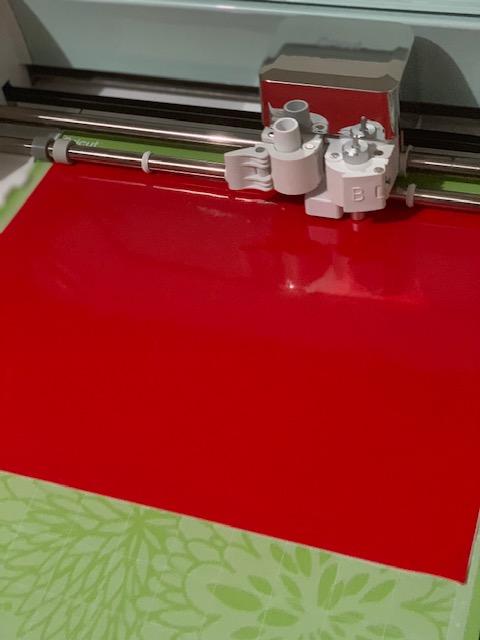 DIY Gift Cricut Cutting the Vinyl