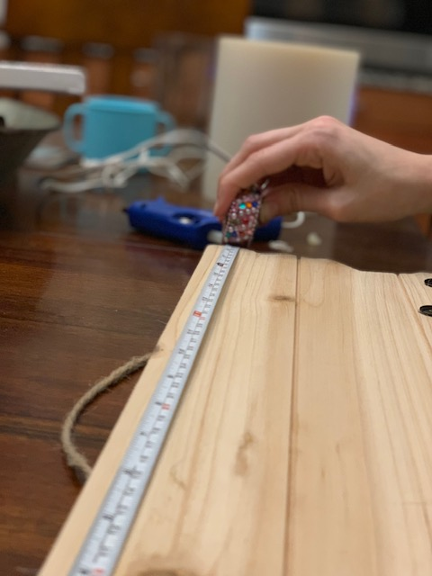 DIY Gift Cricut Measuring Tape on Wood Pallet