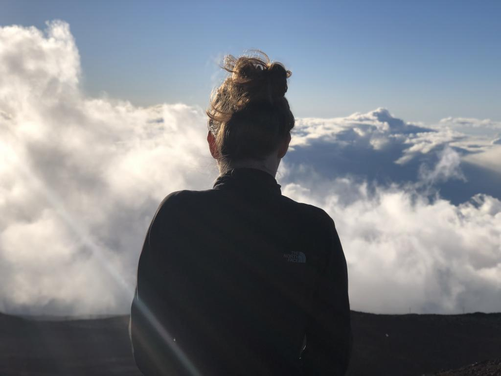 maui travel guide Haleakala crater national park woman looking above clouds
